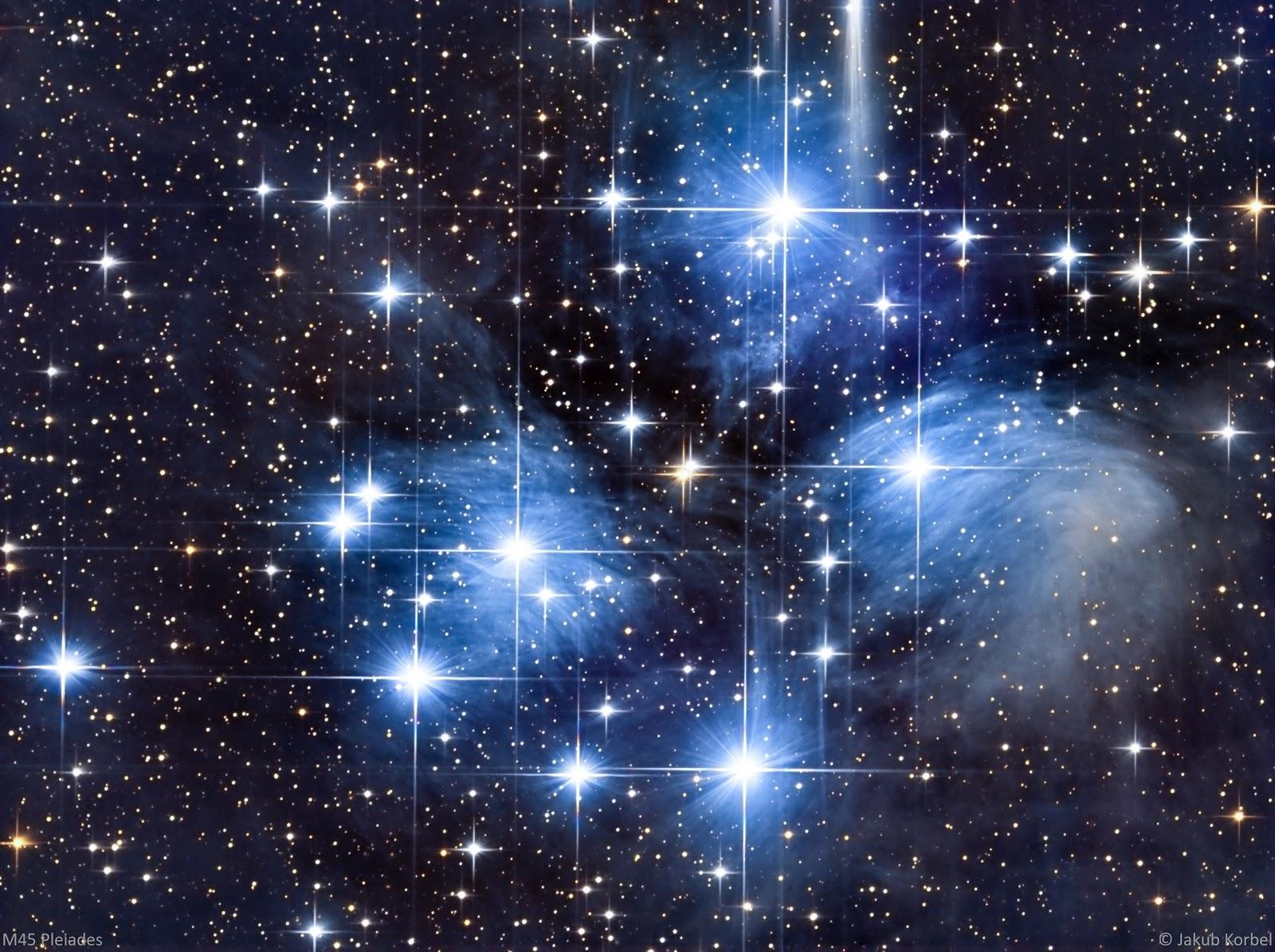 представлены все созвездие плеяд на фото центре образовавшегося